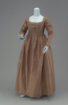 Early 19th century American Quaker's dress at the Museum of Fine Arts, Boston