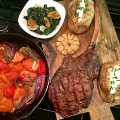 Valentine's Day dinner ❤️ Tomahawk steak for two with roasted tomatoes, onions, chillies & sautéed spinach with figs. #lodgeskilletlove #delish #homecooked #meal @zimmysnook