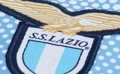 Clamoroso Lazio: potrebbe arrivare un terzo scudetto d'ufficio, ecco in che modo I tifosi sperano di vincere il terzo scudetto ancora prima di maggio, uno scudetto che viene dal passato e che i biancocelesti ritengono di aver perso ingiustamente, anche per causa forza maggiore. V #lazio #seriea