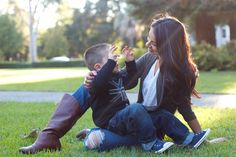 #photography #family #mother son Family Posing, Family Portraits, Family Photos, Mother Son Poses, Mother And Child, Image Photography, Family Photography, Photography Ideas, Claremont Colleges