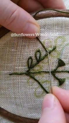Hand Embroidery Patterns Flowers, Basic Embroidery Stitches, Hand Embroidery Videos, Embroidery Stitches Tutorial, Creative Embroidery, Simple Embroidery, Hand Embroidery Stitches, Hand Embroidery Designs, Embroidery Techniques