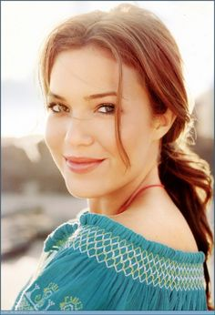 Mandy Moore - Not going by the book description, in my mind, this is Annie Kildaire, a Human from Nalini Singh's Psy-Changeling series. (The Magical Christmas Cat/Wild Invitation: Stroke of Enticement)