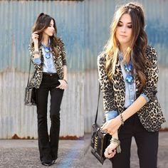 Nosso blazer de animal print em look super urbano e descontraído. #leopard #blazer #animal #shoulderfashion