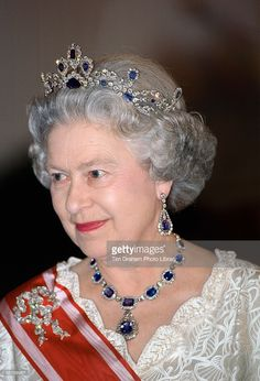 Queen Elizabeth II wearing part of the sapphire and diamond parure. In this photo she's wearing the tiara, necklace and earrings. Parure also included brooches. Royal Crown Jewels, Royal Crowns, Royal Tiaras, Royal Jewelry, Tiaras And Crowns, British Crown Jewels, Princesa Diana, Lady Diana, Kate Middleton