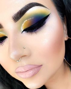 eye makeup - Cute eyeshadow and creative make up look Makeup Eye Looks, Full Face Makeup, Cute Makeup, Gorgeous Makeup, Classy Makeup, Cute Eyeshadow Looks, Makeup Style, Glitter Makeup, Eyeshadow Makeup