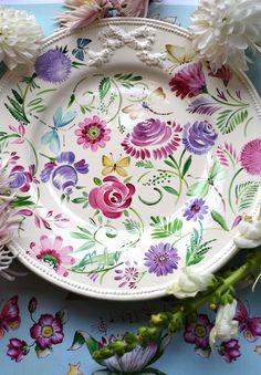 Pottery Painting Designs, Pottery Designs, Paint Designs, Hand Painted Plates, Hand Painted Ceramics, Porcelain Ceramics, China Painting, Ceramic Painting, Ceramic Art