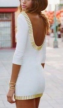 sırt dekolteli sade beyaz kenarları altın çubuklu  elbise modeli