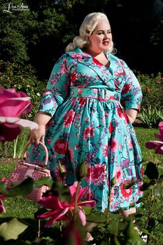 f87705fa6ae238 Pinup Couture 1950s Style Plus Size Birdie Dress in Turquoise Floral | Pinup  Girl Clothing Schöne