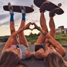 || @CraftyNerd918 Skate Photos, Skateboard Pictures, Skateboard Girl, Cute Friend Pictures, Best Friend Pictures, Videos Instagram, Foto Instagram, Friendship Pictures, Skate Girl