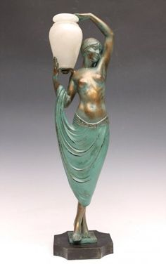 Bronze Art Deco period signed FAYRAL (pseudonym of Pierre Le Falguays)    Test patinated bronze and antique bronze-green depicting a young woman wearing an amphora alabaster on his shoulder (probably originally mounted night light, equipment review). About old edition produced by Max Le Verrier in 1920 entitled Odalisque.