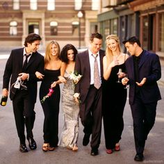 No dia 6 de maio completou doze anos da exibição do último capítulo da série Friends. Então escolhi dez momentos que foram marcantes para mim.  - #friends #series #friendstvshow #friendsforlife #friendstv #illbethereforyou #friendsseries #friendsseriesfinale #warner #amorasays