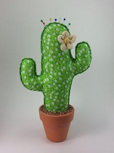 Cactus de Tela Estampado Flores Blancas. Alfiletero Decorativo. // Fabric Cactus…