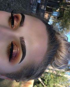 Metallic gold Eyeshadow