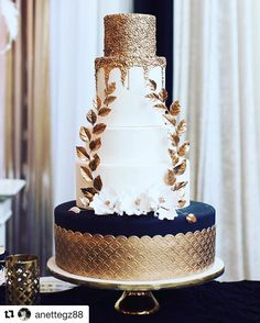 100 Pretty Wedding Cakes To Inspire You Fabmood Wedding Colors, Wedding Themes, Wedding color palettes is part of Wedding cakes blue Whether you prefer traditional wedding cake or naked wedding c - Wedding Cake Roses, Pretty Wedding Cakes, Elegant Wedding Cakes, Wedding Cake Designs, Wedding Cake Toppers, Wedding Themes, Wedding Colors, Elegant Cakes, White And Gold Wedding Cake