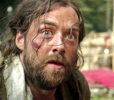 Roger watching priest being burned alive . Outlander Season 4, Outlander Series, New Series, Scottish Culture, Richard Rankin, Drums Of Autumn, Tartan, Jamie And Claire, Books