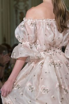 haute couture dress couture couture dresses couture kleider couture rose couture rules Luisa Beccaria at Milan Fashion Week Spring 2016 Luisa Beccaria, Pretty Dresses, Beautiful Dresses, Flowery Dresses, Elegant Dresses, Runway Fashion, High Fashion, Fashion Spring, Trendy Fashion