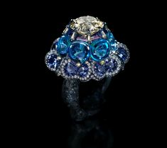 Wallace Chan (China, 1956), Moonlit Waltz. Ring set with yellow diamond, blue topaz, fancy colored diamond, sapphire; 3.5 x 4 cm. Signed 'Wallace Chan', Hong Kong, 2015. © TEFAF Maastricht, 2015