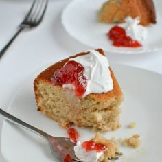 Light and fluffy strawberry yogurt cake topped with coconut whipped cream. Best Cake Recipes, Easy Cookie Recipes, Baking Recipes, Pumpkin Chocolate Chips, Chocolate Chip Oatmeal, Strawberry Yogurt Cake, Lemon Olive Oil Cake, Oatmeal Cake, Favorite Cookie Recipe