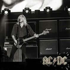 hennemusic: AC/DC bassist Cliff Williams announces retirement Rock And Roll Bands, Rock N Roll, Cliff Williams, Rock Music News, Malcolm Young, Angus Young, Photo Logo, Ac Dc, Led Zeppelin