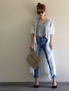 カシュクールレースガウン グレーカラーのVネックT ライトインデ ィゴカラーのダメージデニム アップ Spring Fashion, Look, Kimono, Denim, Chic, My Style, Hair Styles, Womens Fashion, Pants
