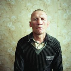 |Michal Chelbin : Sailboats and swans - Portraits of ukrainian and russian prisoners.|