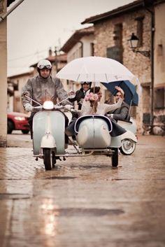 Salida novios, moto, sidecar, lluvia, retro vespa  ❤️vanuska❤️