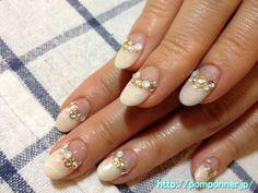 清楚で華やかなブライダルネイル (Glamorous bridal nail)