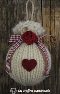 Uploaded by Cris Figueiredo. Find images and videos on We Heart It - the app to get lost in what you love. christmas ornaments heart Image discovered by Cris Figueiredo on We Heart It Crochet Christmas Ornaments, Noel Christmas, Homemade Christmas, Rustic Christmas, Christmas Decorations, Christmas Bulbs, Ornament Crafts, Christmas Projects, Holiday Crafts