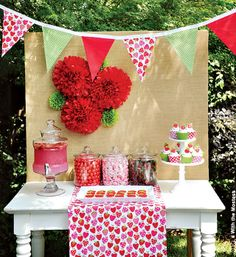 Pinterest Party Planner | NewYorkDress.com || Keep things sweet and pretty for a Summer party.