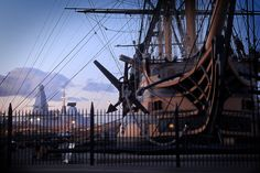 England expects that every man will do his duty. 210 years on from Trafalgar. HMS Victory and HMS Dauntless, the old and the new. [1200 x 801]