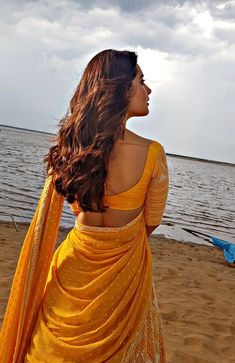 Raashi Khanna Stills From Prati Roju Pandage Movie Sets - LinksInd Half Saree Designs, Blouse Designs, Beautiful Saree, Beautiful Indian Actress, Beautiful Actresses, Sonam Kapoor, Deepika Padukone, Beauty Full Girl, Indian Models