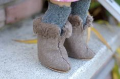 Cute doll boots to sew.  Free pattern