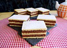 Prăjitura Duo, cu foi și creme în două culori - Rețete Merișor