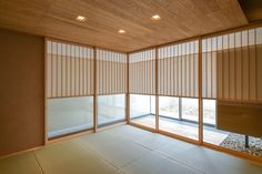 伊集院の住宅 (和室・雪見障子) Divider, Restaurant, House Design, Japanese, Bedroom, Projects, Furniture, Home Decor, Style