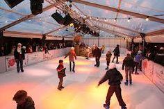 pin 3: De ijsbaan is een belangrijke plek in het boek omdat  Nikki en haar klasgenoten moeten oefenen voor de Holiday on Ice-show. de sfeer is er erg zenuwachtig.