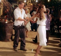 Mr and Mrs Smith Angelina Jolie Family, Brad And Angelina, Fall In Luv, Mr And Mrs Smith, Man Movies, Romantic Movies, Cool Costumes, Brad Pitt, Film Movie