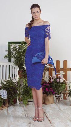 Vestido corto fiesta, de color azul. Es de blonda. Entallado. Fabricado por Olimara. Ref. 1171076.