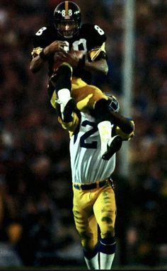 Wide receiver Lynn Swann leaps above a Los Angeles Rams defender to secure a  catch during Pittsburgh s victory in Super Bowl XIV e698cdcdc
