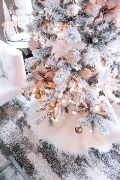 Christmas Decor & Blondie in the City & Pink & Rose Gold Christmas Decor & Hot Chocolate in Moscow Mules Rose Gold Christmas Tree, Christmas Mood, Christmas 2019, Christmas Crafts, Christmas Lights, Christmas Mantles, Christmas Movies, Vintage Christmas, Victorian Christmas