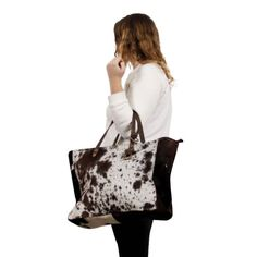 Cowhide fur shopping bags are out new personal accessory for funky ladies this year for Christmas. She is going to love her new shopping back, its the best Gift Unique Gifts For Men, Cool Gifts, Cowhide Bag, Winter Walk, Presents For Her, Christmas Gifts For Her, Cow Print, Gift Store, Bag Making