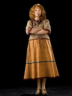 Actress English – Arms crossed – Redhead – Old woman – Julie Walters – Molly Weasley – Harry Potter saga