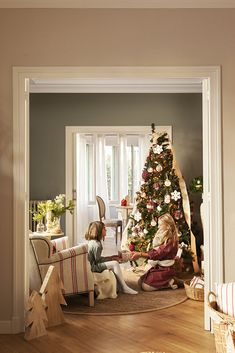 Decorate in red, wooden boxes and this Christmas