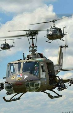 You can't imagine the feeling of wonder, viewing a vintage aircraft and watching a vintage aircraft flying. Helicopter Rotor, Bell Helicopter, Attack Helicopter, Military Helicopter, Military Aircraft, Vietnam History, Vietnam War Photos, Photo Avion, Aircraft Design