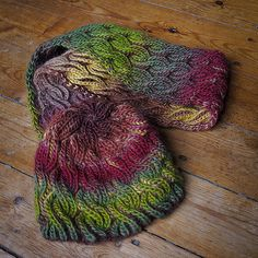 FREE - Ravelry: Liomara - Reversible Beanie & Double Cowl pattern by Anna-Sophia Maré