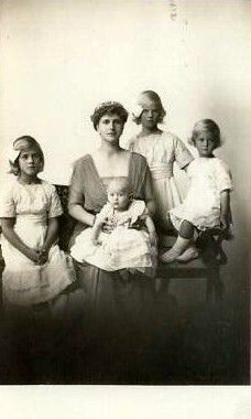 Prinzessin Alice von Griechenland mit ihren Kindern Princess Alice of Greece with her children !   Flickr - Photo Sharing!