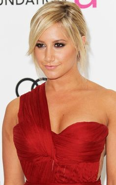 Ashley Tisdale cleavage in red dress at Elton John Academy Awards Candace Flynn, Ashley Michelle, Zack E Cody, Ashley Tisdale, Instagram Girls, Red Carpet Dresses, Celebs, Celebrities, Celebrity Hairstyles