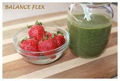Kale and Strawberries juicy smoothie  //   Smoothie juteux aux fraises et Kale