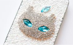 Apple Cat - Metal Hard Case / White Crystal / Swarovski Crystal / Free Delivery  iPhone 4, i5, 5s  Galaxy S3,4,5  Galaxy Note 1,2,3      Any other smart phones, we could make this case on top of Jelly case. Please contact and give us exact model name of your smart phone before purchase this product.  This customization needs more time to create your own case and additional charge will be applied.          100% Hand Made from Korea Manufacturing time 3-14 days