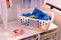 Pentru ca spălatul rufelor să nu se lase cu dureri de spate, coșul de plastic BLASKA pentru rufe este foarte ușor de ridicat și simplu de transportat. Plastic Laundry Basket, Ikea, Organization, Home Decor, Getting Organized, Homemade Home Decor, Organisation, Ikea Ikea, Decoration Home