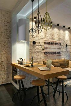 mur en briques blancs, bar de cuisine en bois clair, chaises hautes de bar